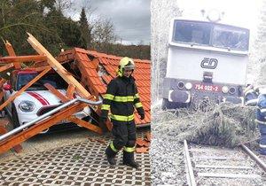 Orkán Eberhard bral Čechům střechy a kácel stromy, problémy byly i na železnici