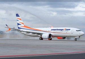 Boeing měl nad Prahou potíže: Kvůli závadě kroužil hodinu ve vzduchu, aby spotřeboval palivo