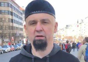Leonid Kushnarenko vyzval pražské muslimy, aby se na něj obrátili, pokud si chtějí udělat zbrojní průkaz.