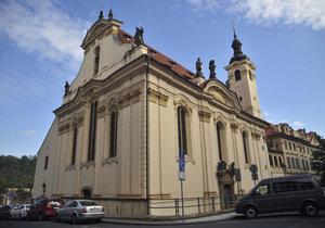 Kostel sv. Šimona a Judy v centru Prahy chce koupit město. Peníze na něj už našlo