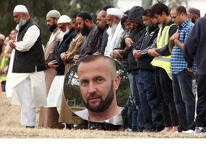 Přeživší popsal hrůzné scény z novozélandské mešity.