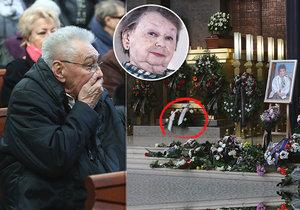Pohřeb Aťky Janouškové: Rozladěný Zíma a věnec od Gotta!