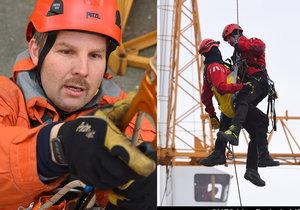 Pražští hasiči-lezci zasahují ve výškách i hloubkách.