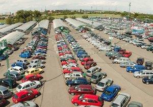 Skupina autobazarů AAA Auto letos plánuje zvýšení prodeje na rekordních 100.000 ojetých aut z loňských 83.000 vozů