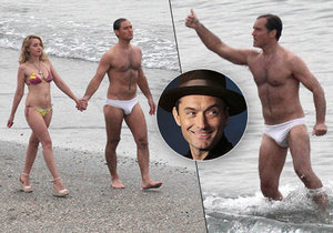 Herec Jude Law, jak jste ho ještě neviděli! Namakaná postava a bílé miniaturní plavky!