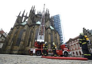 Hrozí ohnivé peklo i nejslavnější katedrále Česka? Takhle se Chrám sv. Víta chrání proti požáru