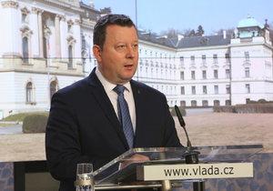 Ministr kultury Antonín Staněk (ČSSD) po jednání vlády