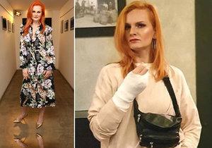 Blbá blondýnka Pazderková: Zlomená ruka za podivných událostí!