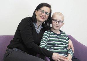 Místo prázdnin chemoterapie, místo školy operace: Samuel (10) vzdoruje rakovině, podporují ho i známé tváře