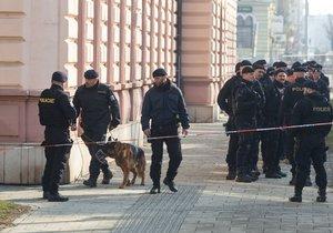 V Českém Těšíně zasahovali policisté u podezřelých zavazadel. (Ilustrační foto)