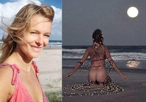 Modelka Helena Houdová se svlékla na pláži do naha a meditovala ověšená vánočními světýlky.
