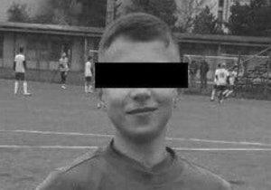 Denis (†14) zemřel během fotbalového zápasu.