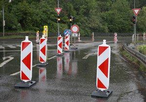 Na měsíc se kvůli opravám uzavře část silnice Pod Areálem ve Štěrboholech. (ilustrační foto)