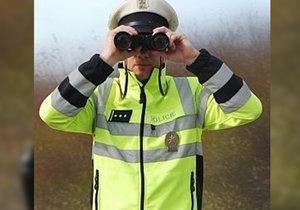 """Zloději ukradli policajta! Plechový příslušník zmizel od silnice, kde """"dohlížel"""" na pořádek"""