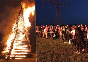 V Řevnicích hořela impozantní vatra. Letošní hranice zdolala český rekord.