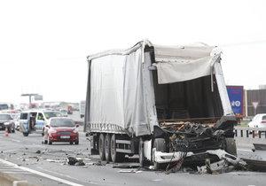 Tragická nehoda zablokovala D1 ve směru na Ostravu: Zemřel řidič kamionu