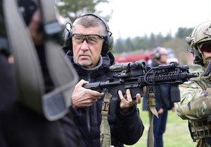 Premiér Andrej Babiš (ANO) na armádní vizitě (3. 5. 2019)
