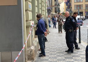 4. května 2019: Pražští strážníci a policisté museli v centru města řešit incident, při kterém dvojice mužů na ochranku jednoho z podniků vytáhla nůž a plynovou pistoli.