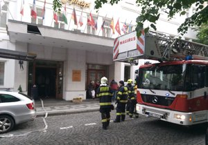 5. květen 2019: Pražští požárníci v neděli ráno vyjížděli k požáru hotelu Ametyst v ulici Jana Masaryka.