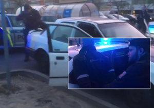 """Policisté dopadli řidiče, který se """"natláskal"""" pervitinem a vyrazil do ulic. V kradeném autě"""