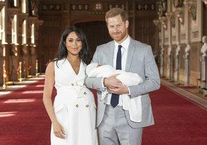 Vévodkyně Meghan a princ Harry poprvé ukázali veřejnosti svého chlapečka