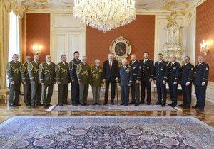 Prezident Miloš Zeman jmenoval na Hradě 15 generálů (8. 5. 2019)