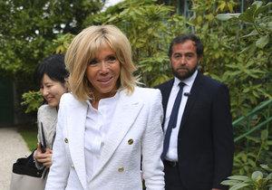 První dáma Francie Brigitte Macronová s manželkou japonského premiérka Šinza Abeho.
