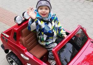 Davídek (2) z Vyškova úspěšně bojuje s nemocemi. Za odměnu dostal nové červené auto.