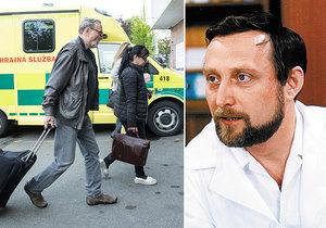 Doktor Sova z Nemocnice Ladislav Frej (77) opět pod kudlou: Po rameni ho zradilo koleno.