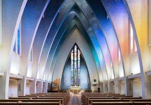 Fotograf zachytil krásu moderních kostelů