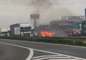Požár auta na dálnici D1, 20. května 2019.