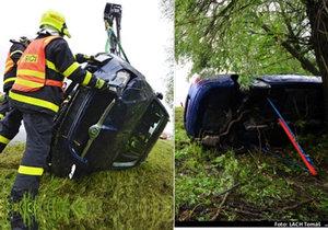 Zázrak na silnici: Ze zmuchlaného superbu vyvázla řidička bez zranění.