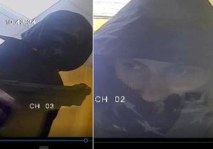Okatý zloděj s pistolí přepadl směnárníka: Odešel s prázdnou a ještě ho natočila kamera