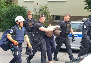 Zásahová jednotka policie vtrhla do bytu, ze kterého se ozývala střelba.