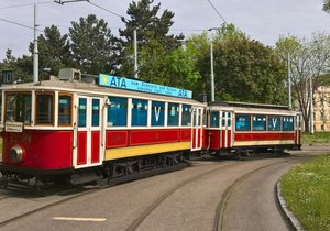 Válečná tramvaj z Muzea MHD.