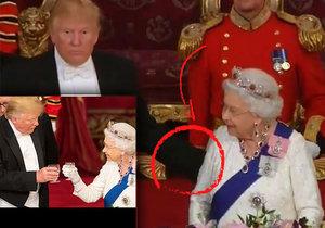 Prezident USA Donald Trump porušil protokol a poplácal během banketu britskou panovnici Alžbětu II. po zádech.