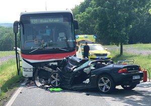 Šílená nehoda autobusu s osobákem na Berounsku: Zasahoval vrtulník