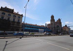 Rekonstrukce fasády Fantovy budovy na pražském hlavním nádraží oficiálně začala 18. června 2019.