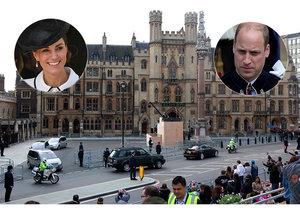 Policista doprovázející konvoj Williama a Kate srazil stařenku (81): Královský pár se chystá ženu navštívit v nemocnici