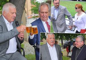 Klaus při své oslavě sepsul Kalouska, Zeman se dožadoval piva. Přišli i Nečasovi či Duka.