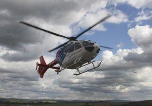 Na Českolipsku srazilo auto dvouletého chlapce: Na místě zasahoval vrtulník!
