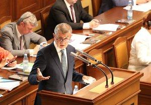 Nedůvěra vládě ŽIVĚ: Babiš nad výzvou k demisi kroutí hlavou, opozice zuří