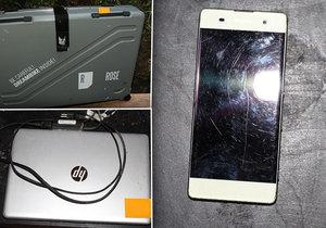 Kriminálka objevila zlodějskou schovávačku: V křoví byla ukrytá kola, elektronika i pistole