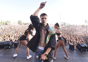 Mikolas Josef v Řecku rozdováděl desítky tisíc fanoušků.