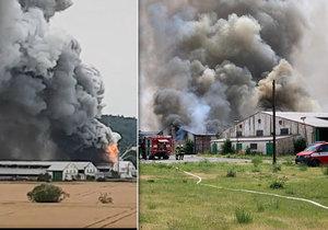 Požár bývalých zemědělských skladů v Tursku, 16. července 2019.