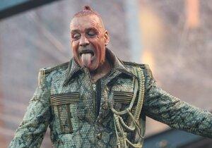Rammstein se po dvou letech vrátili do Prahy s eponymní deskou. Vydali ji po desetileté tvůrčí pauze.