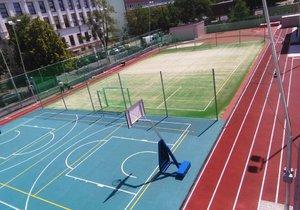 Školní hřiště ZŠ T. G. Masaryka v Holešovicích je po rekonstrukci opět přístupné veřejnosti.