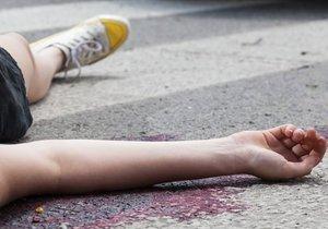 Žena po dopadu na zem zemřela. Její tělo však zachránilo milence, který dopadl na ni.