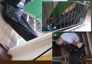 Šílené praktiky pohřebáků: Mrtvolu tahali po schodech jako odpad
