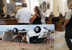 Pohřeb manželů (†70), které zabila bouře v Řecku: Rozloučit se přišly desítky lidí